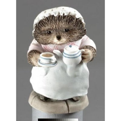 1811_i1_mrs-tiggy-winkle-pouring-tea-f
