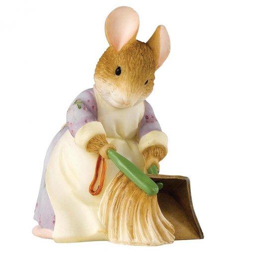 beatrix-potter-hunca-munca-sweeping-figurine